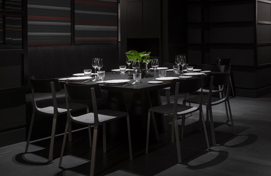 carlo e camilla in duomo giotirotto dining table