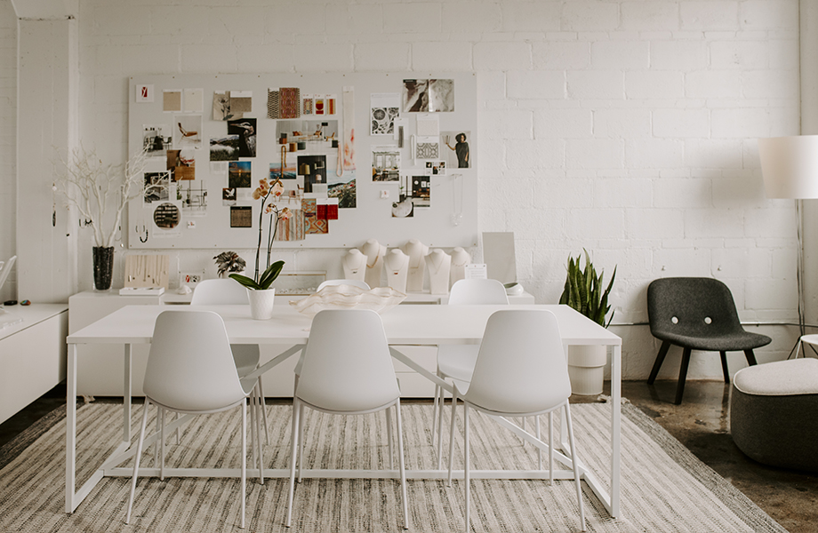 The beautiful design studio for Kar-Keat Chong and his wife Yen Chee features FENIX innovative surfaces. Here it is shown in Bianco Kos on a conference table.