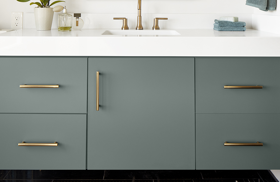FENIX Verde Comodoro super-matte bathroom cabinet with white countertop and gold fixtures