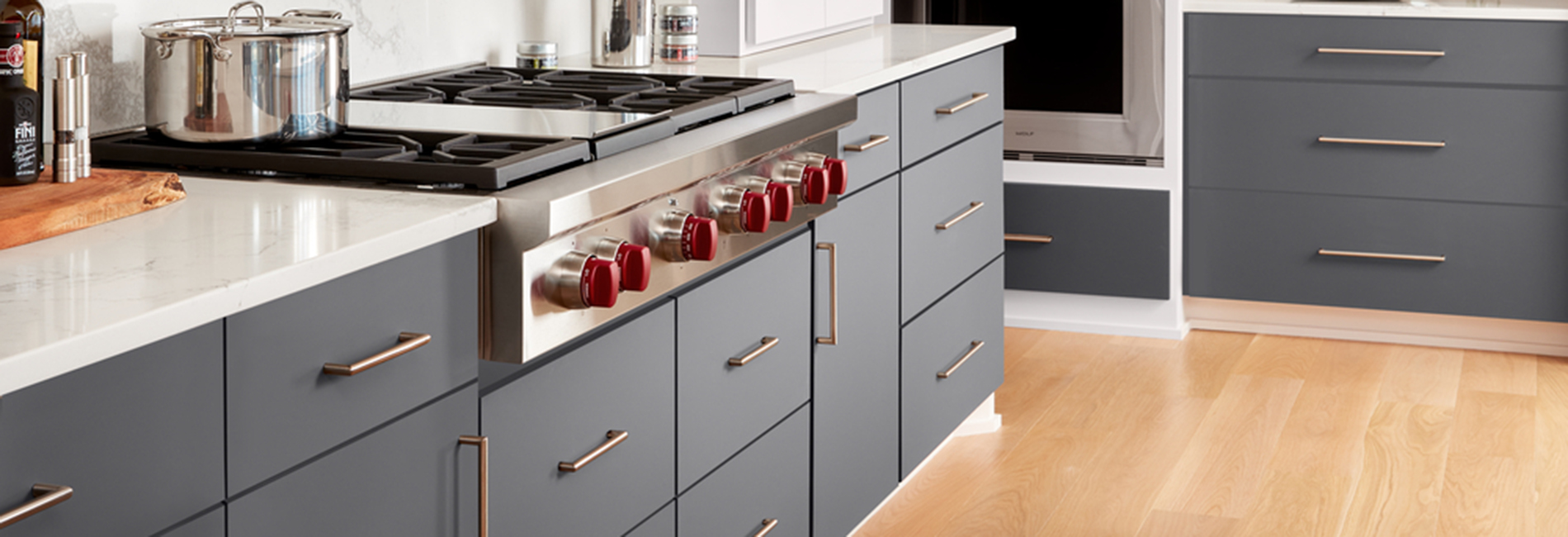 J0757 Bianco Dover and J0724 Grigio Bromo Kitchen countertop and cabinets with stove and stockpot